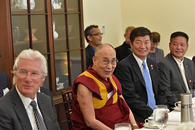 4.dalai-lama-tham-Capitpl Hill