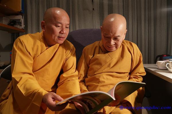 TT Thich Nguyen Tang vieng tham HT Nhu Hue (27)