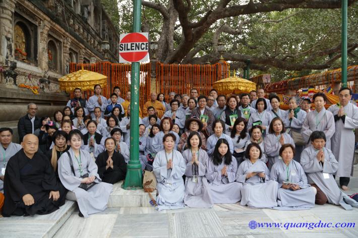 hanh-huong-an-do-day5-tung-kinh-sang-92