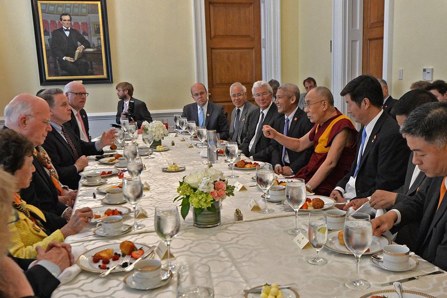 3.dalai-lama-tham-Capitpl Hill
