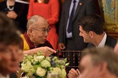 9.dalai-lama-tham-Capitpl Hill