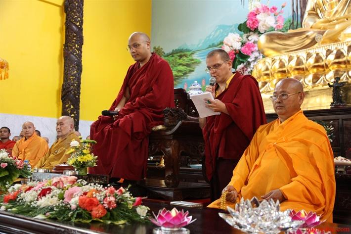 Duc Karmapa vieng tham Chua Khanh Anh (91)
