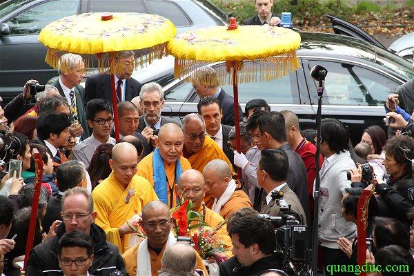 Duc_Dalailama_tham_Chua_Vien_Giac (6)