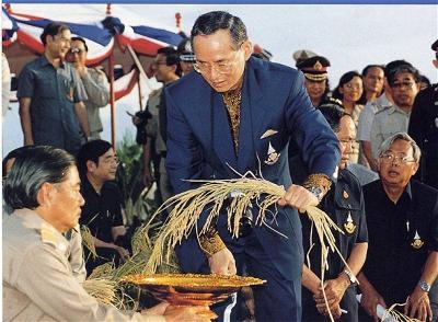 Vua Bhumibol Adulyadej-9