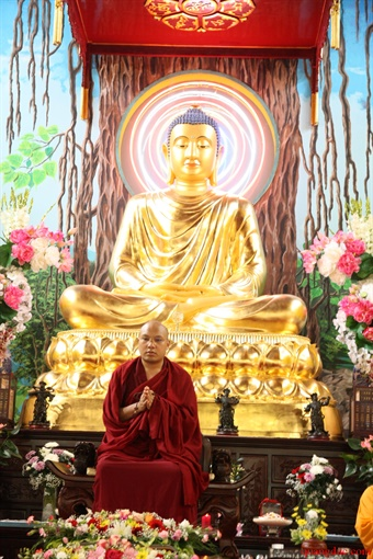 Duc Karmapa vieng tham Chua Khanh Anh (97)