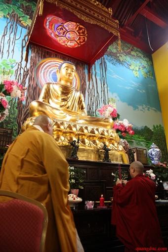 Duc Karmapa vieng tham Chua Khanh Anh (57)