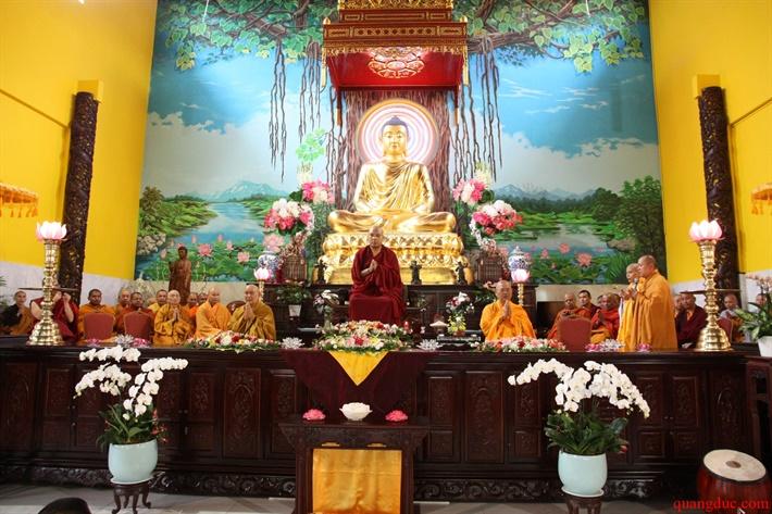 Duc Karmapa vieng tham Chua Khanh Anh (99)