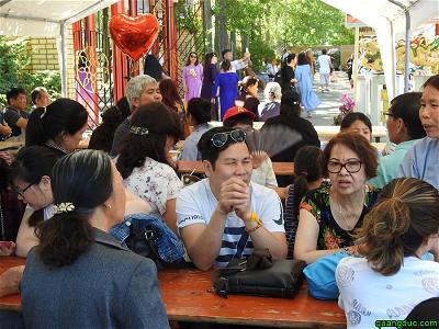 40 nam Chua Vien Giac_Sinh hoat mua ban ngoai troi (42)