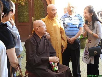 40 nam Chua Vien Giac_Sinh hoat mua ban ngoai troi (39)