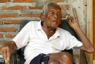 cu ong Mbah Ghoto 147 tuoi-4
