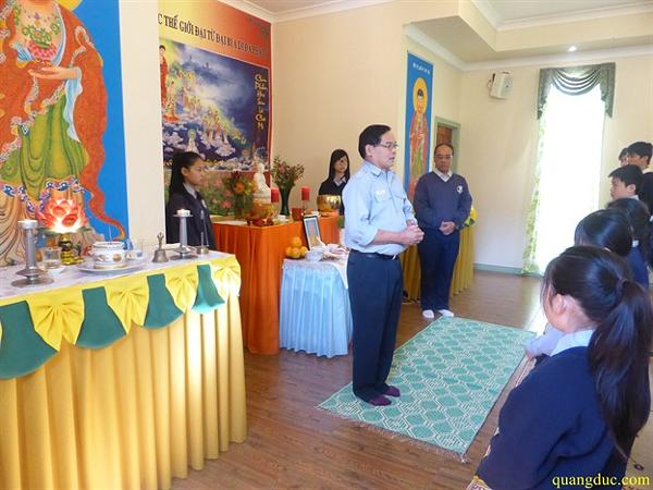 Gia dinh PT Quang Duc to chuc le truy niem HT Hanh Tuan (2)